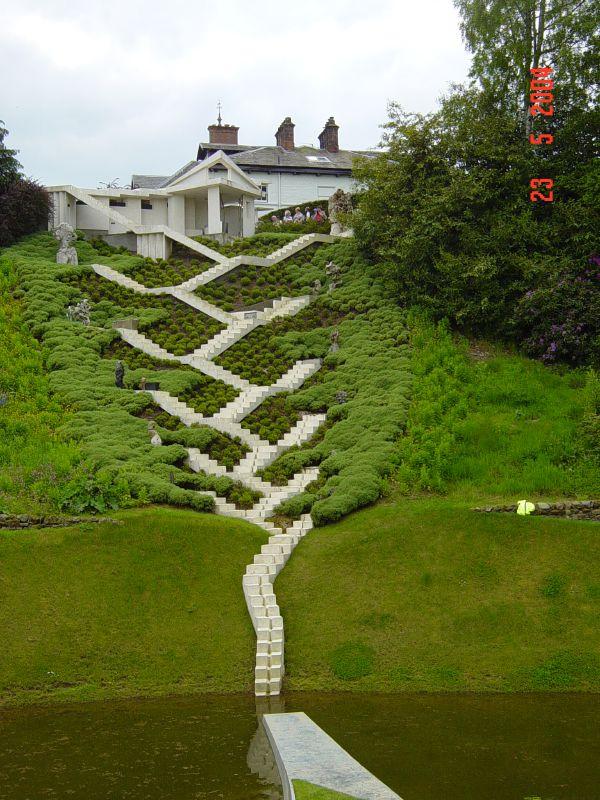 Jeanelgar jencks gardenofcosmicspeculation dis magazine for Creation gardens