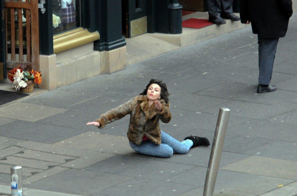 Scarlett takes a tumble