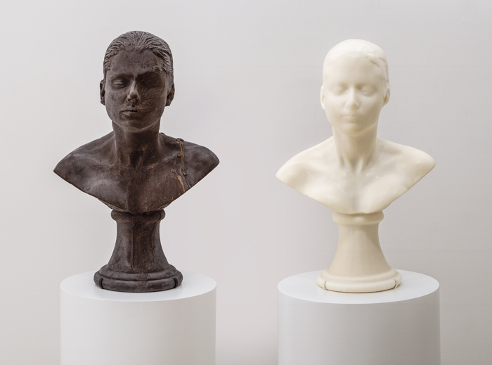 Janine Antoni, Lick and Lather (1993-1994). Photo: Ben Blackwell. Courtesy SFMOMA, © Janine Antoni