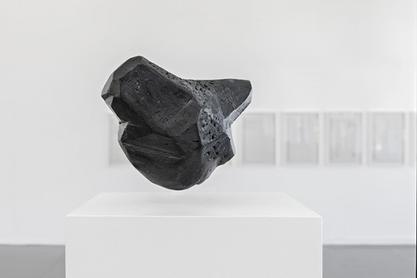 Agnieszka Kurant, Air Rights 2, 2015, Powdered stone, foam, wood, electromagnets, custom pedestal