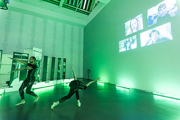 (green lights) Surveil, 2014, choreography from spyware surveillance data, Kunsthalle Düsseldorf